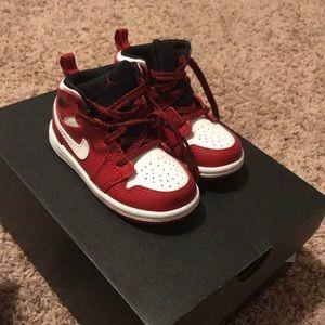 Jordan 1 Mid BT Size 6c